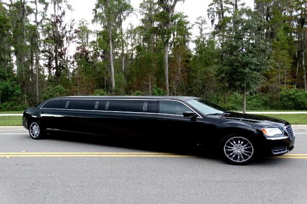 Chrysler 300 limo service Council Bluffs