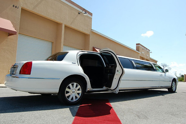 lincoln stretch limo Council Bluffs